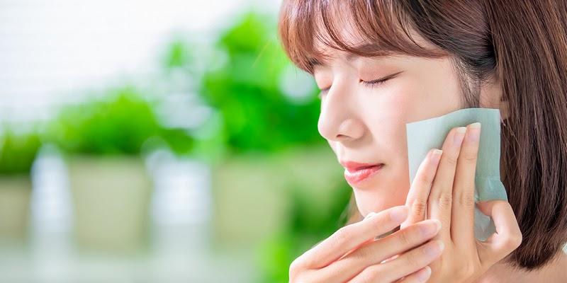 Cara Sehat Mengatasi Minyak pada Wajah